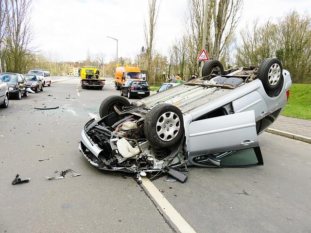 運転中のポケモンGO使用が原因で被害者が死亡した事故の損害賠償の請求の相手方